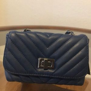 Steve Madden blue quilted small crossover